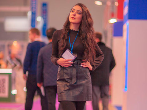 Bayan Rusça-Türkçe hostes